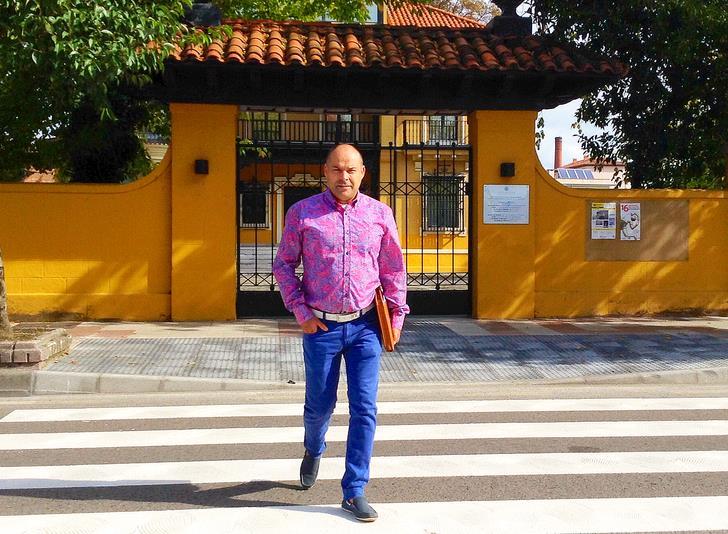 Javier Melgar en el paso de peatones del Centro Nacional de Fotografía