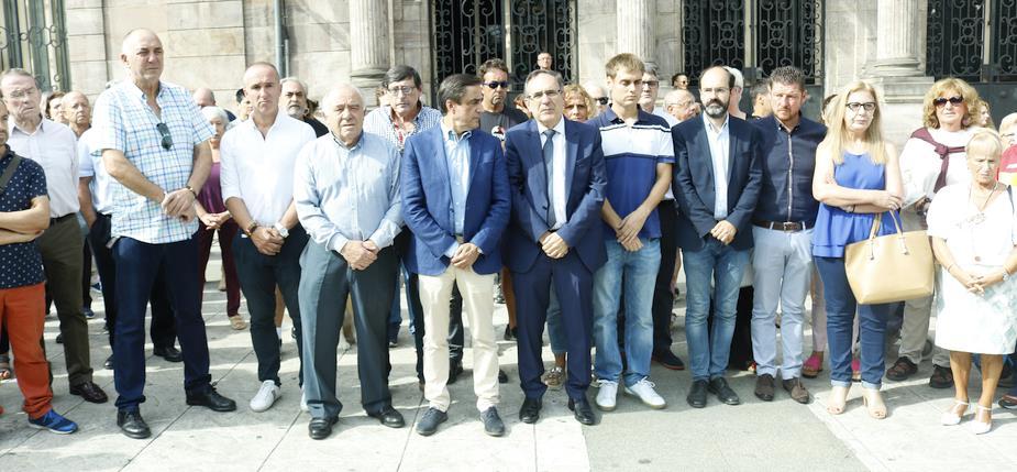 Torrelavega muestra su apoyo a la familia de Celia Barquín